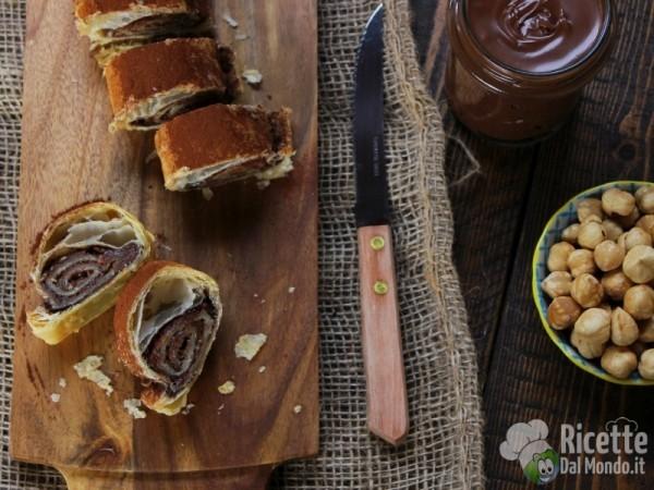 Rotolo di pasta sfoglia alla Nutella veloce