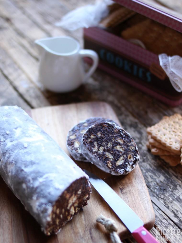 Salame di cioccolato e biscotti secchi 5