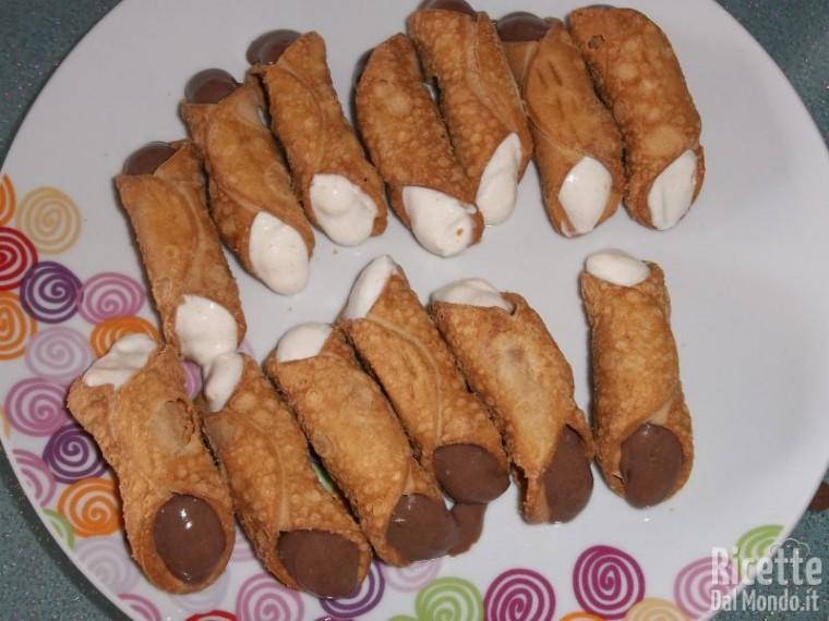 Cannolo con crema di ricotta e Nutella 8