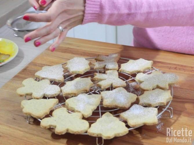 Biscotti alle mandorle di Natale 10
