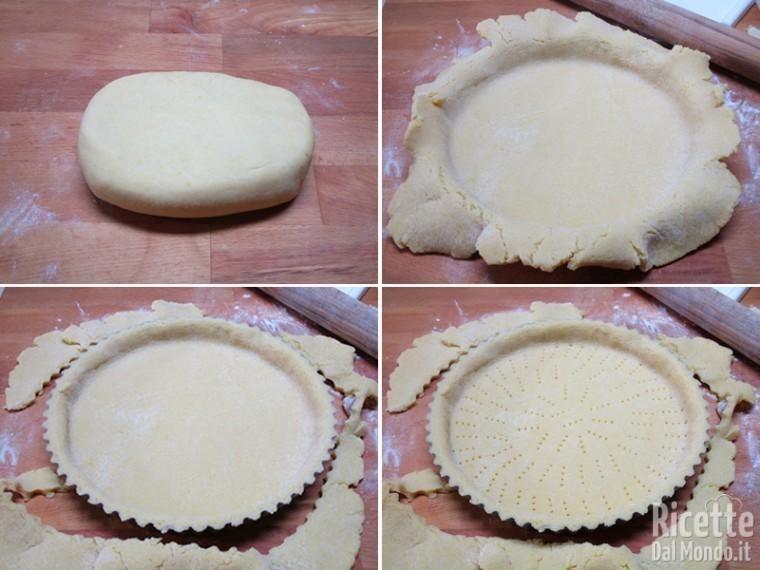 Foderare la base della crostata con la frolla