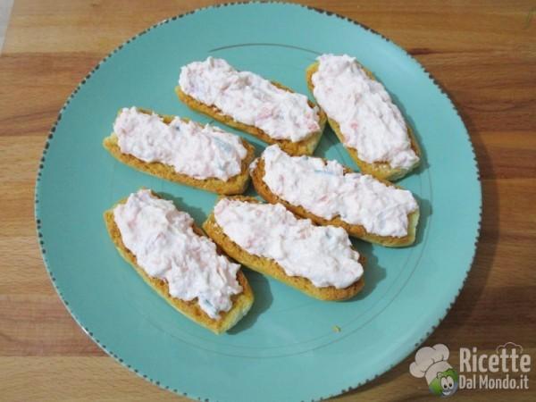 Crostini alla crema di salmone 4