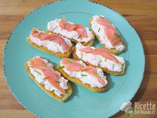Crostini alla crema di salmone 5