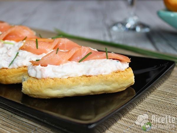 Ricetta crostini con crema al salmone