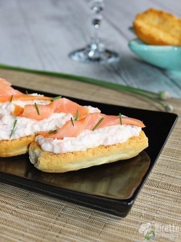 Come fare i crostini con crema al salmone