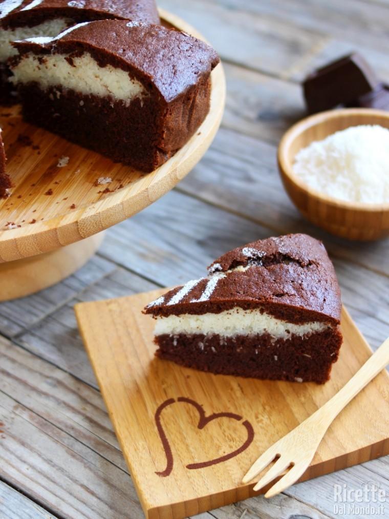 Torta al cioccolato con cuore al cocco grattugiato