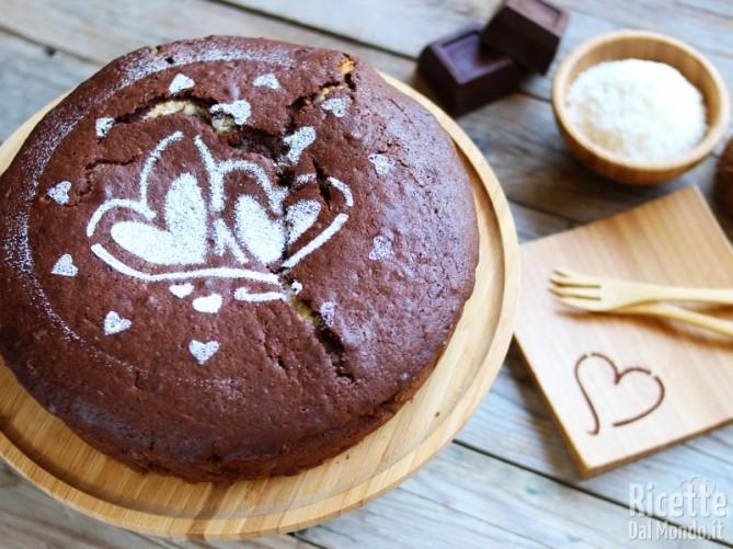 Torta morbida al cioccolato con cuore di cocco