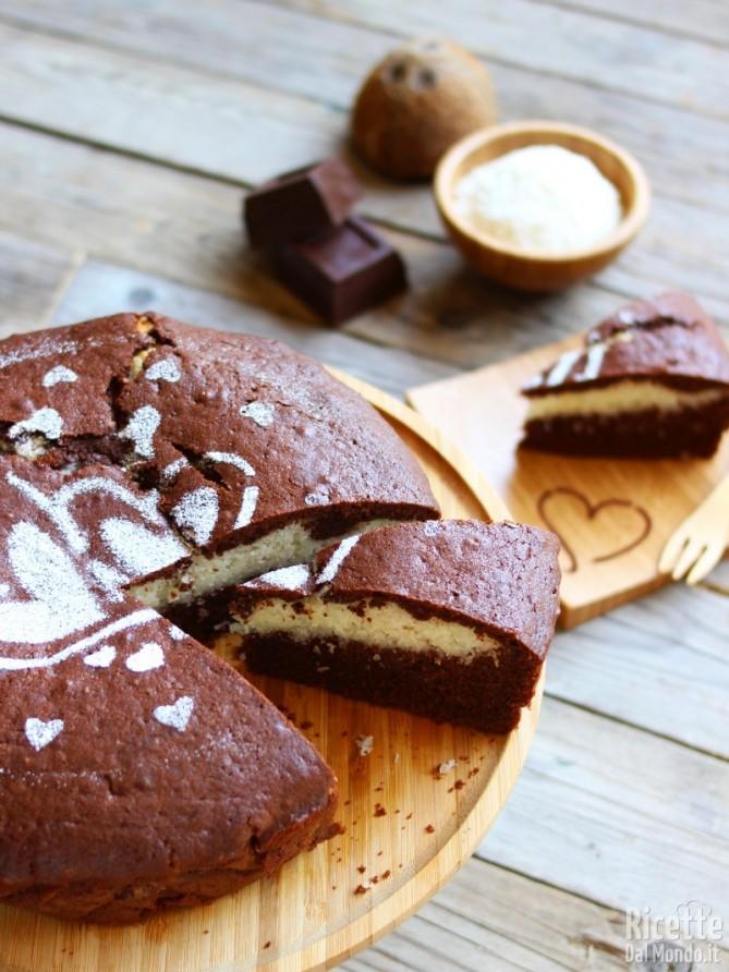 Come fare la Torta al cioccolato con cuore al cocco
