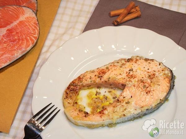 Ricette per i tranci di salmone freschi con aromi