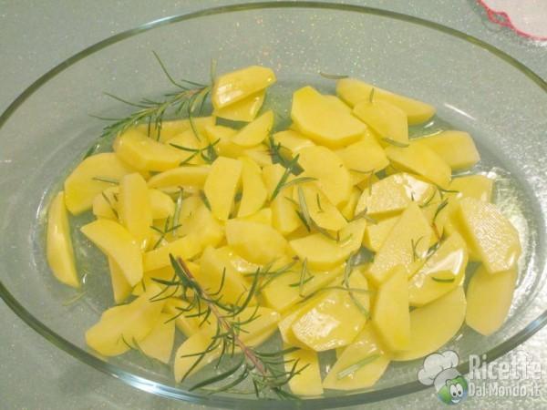 Salsiccia e patate al forno 4