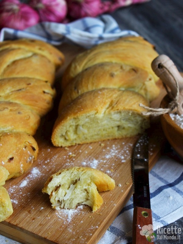 Trecce di panini alla cipolla