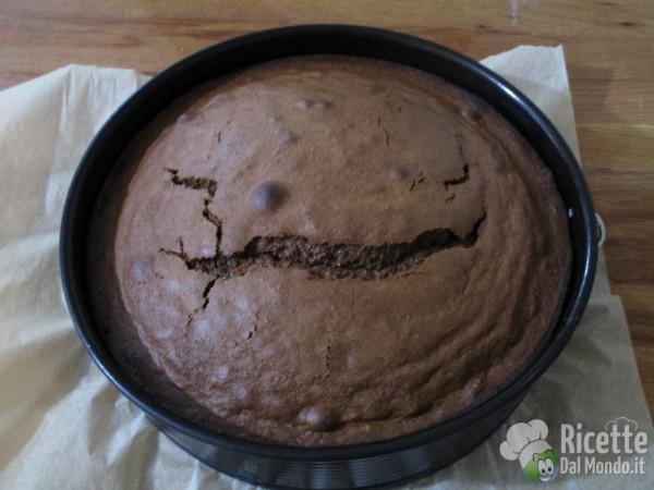 Torta al cioccolato farcita 7