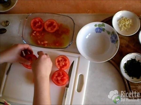 Pomodori al Forno Gratinati con Prezzemolo ed Aglio