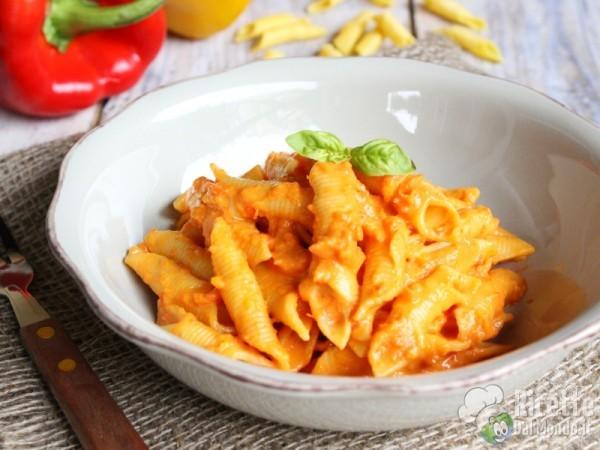 Ricetta pasta con salsa di peperoni