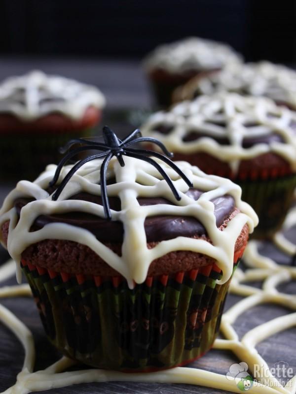 Come fare i muffin ragnatela di Halloween