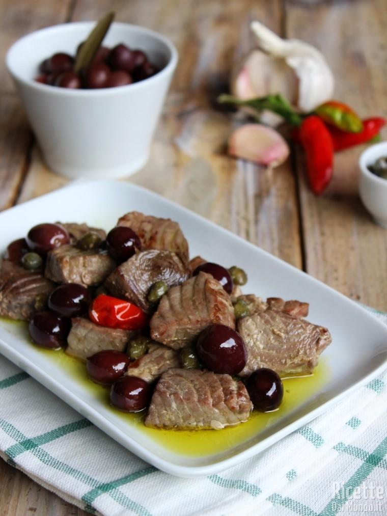 Bocconcini di tonno con olive e capperi |RicetteDalMondo