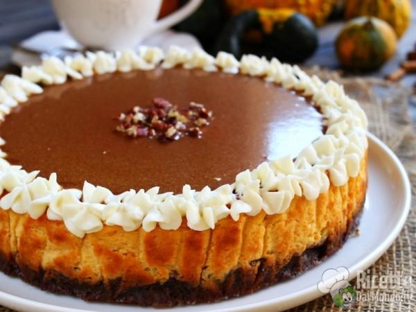 Ricetta cheesecake alla zucca con salsa al caramello