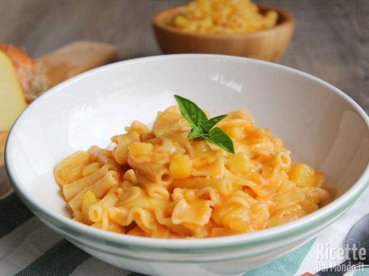 Ricetta pasta e patate con la provola