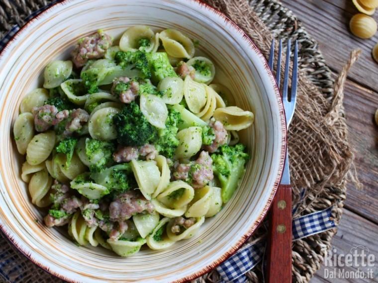 Ricetta orecchiette con broccoli e salsiccia