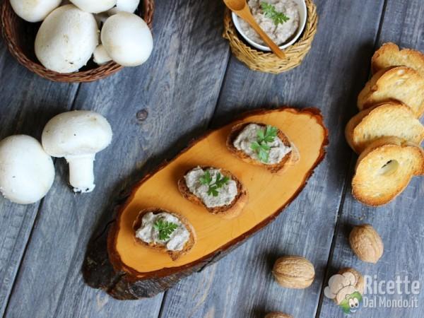 Crostini con patè di funghi champignon 6