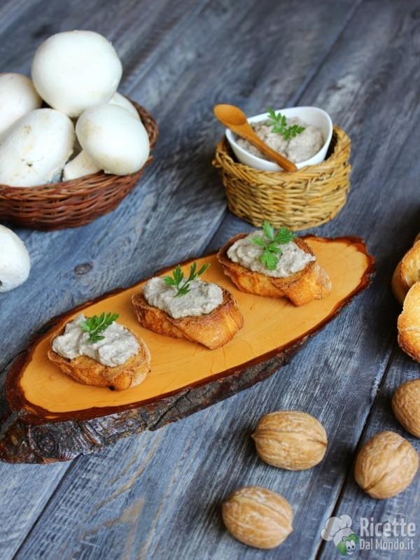 Come fare i crostini con patè di funghi champignon