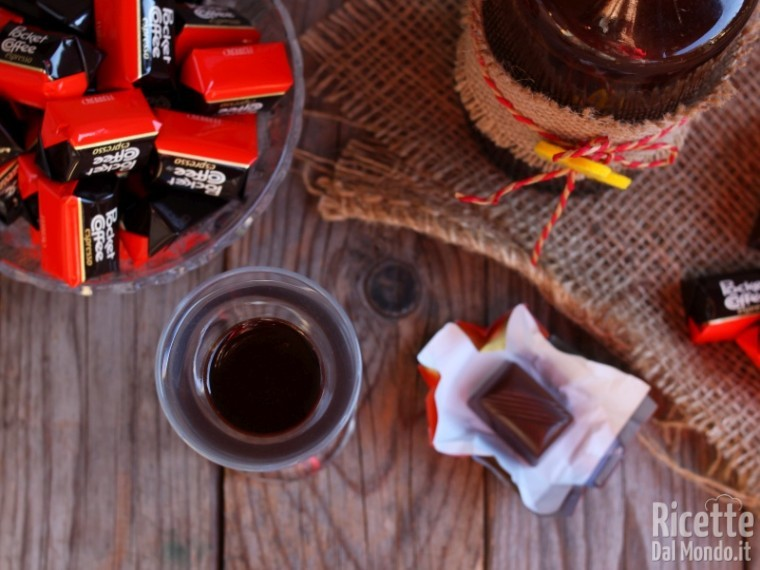 Semplice liquore al gusto di pocket coffee