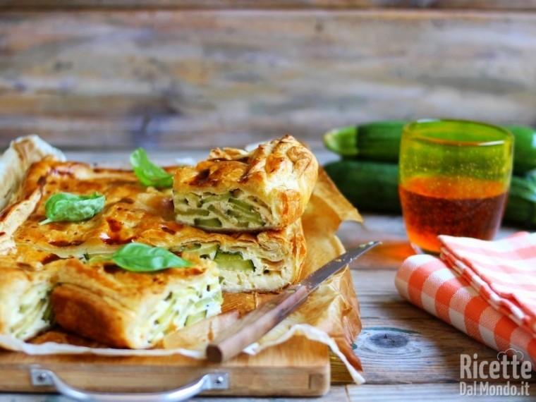 Torta salata zucchine e wurstel semplice