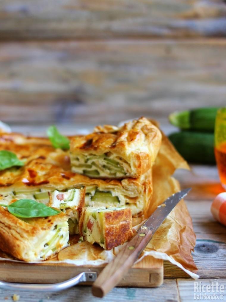 Come fare la torta salata zucchine e wurstel