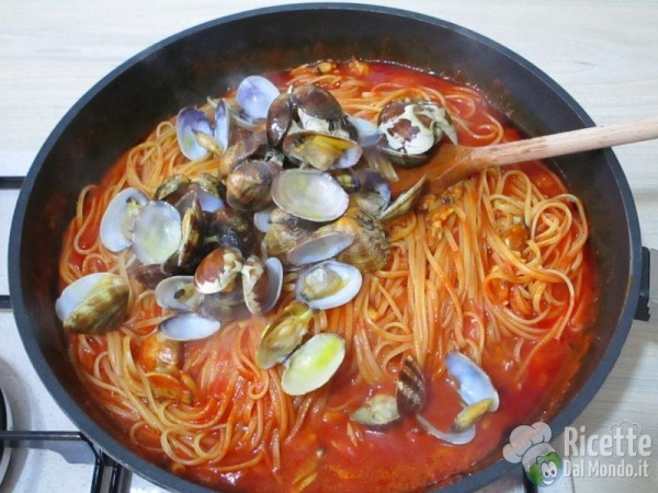Ricetta pasta vongole al sugo