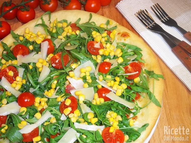 Pizza pomodorini, rucola e grana