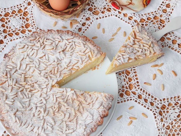 Torta con crema e pinoli 9