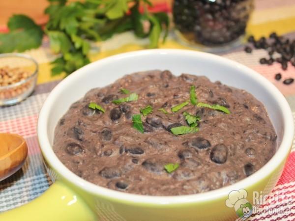 Ricetta frijoles refritos - crema di fagioli neri