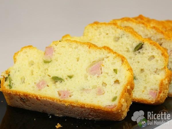 Come fare il plumcake salato con prosciutto e olive