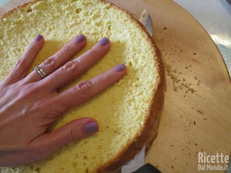 Come tagliare il pan di spagna 4