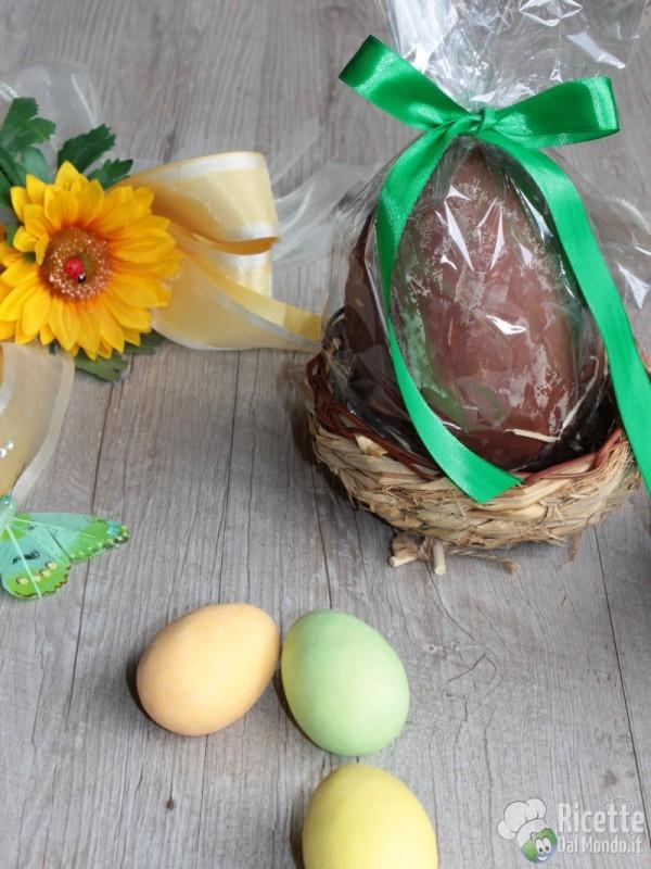 Semplice uovo di Pasqua nocciolato fatto in casa