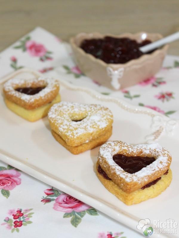 Come fare i biscotti di frolla con marmellata