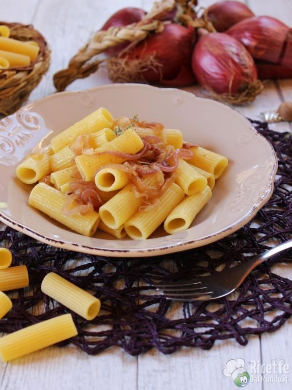 Come fare la pasta con le cipolle di Tropea