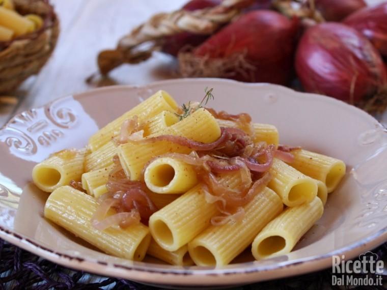 Ricetta pasta con le cipolle di Tropea