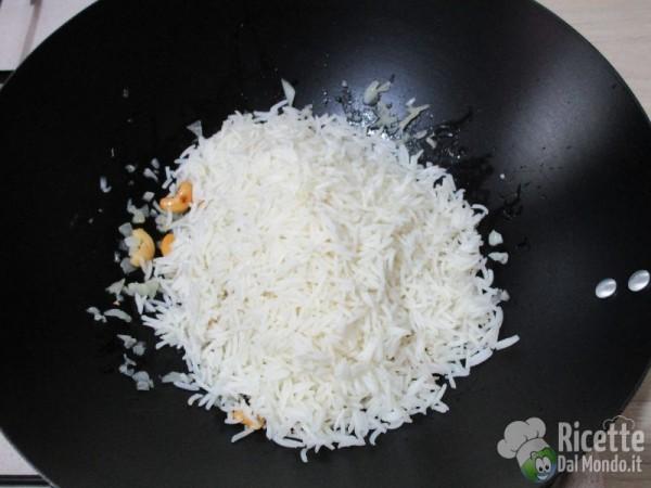 Riso fritto con ananas e anacardi 8
