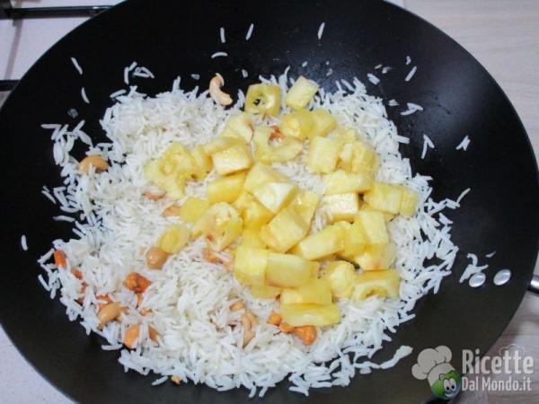 Riso fritto con ananas e anacardi 9