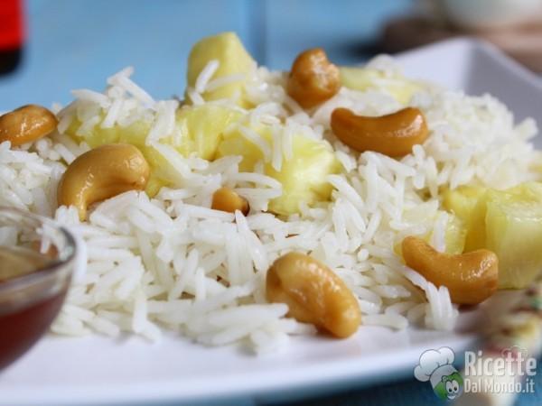 Ricetta riso fritto con ananas e anacardi