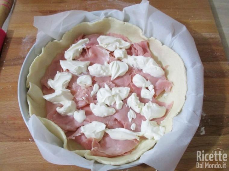 Torta salata di ricotta farcita 6