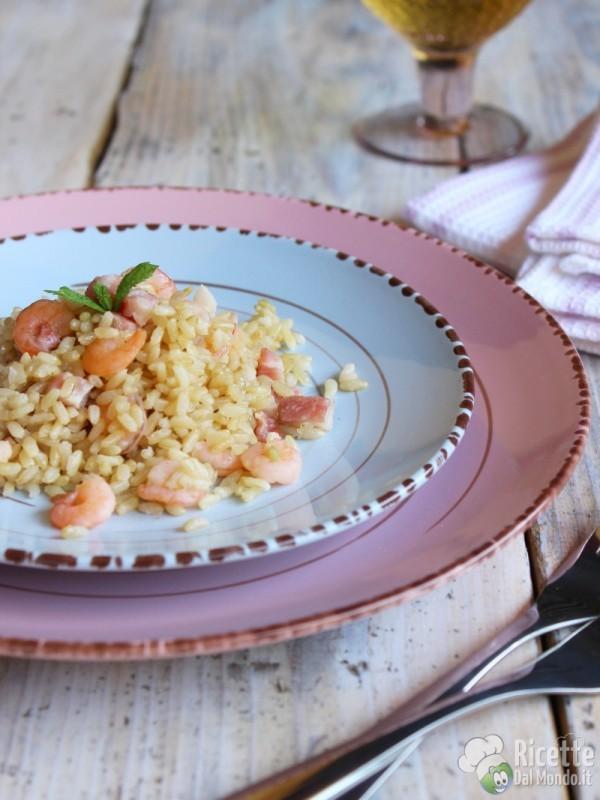Come fare il riso integrale con gamberi e pancetta