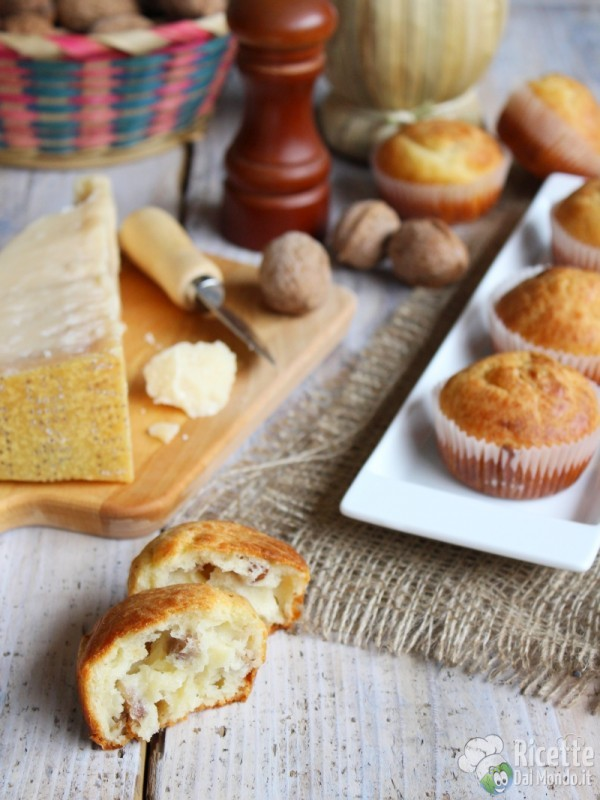 Come fare i muffin al parmigiano