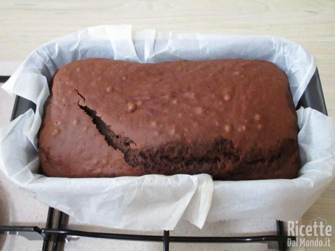 Torta al cioccolato senza lattosio e uova 8