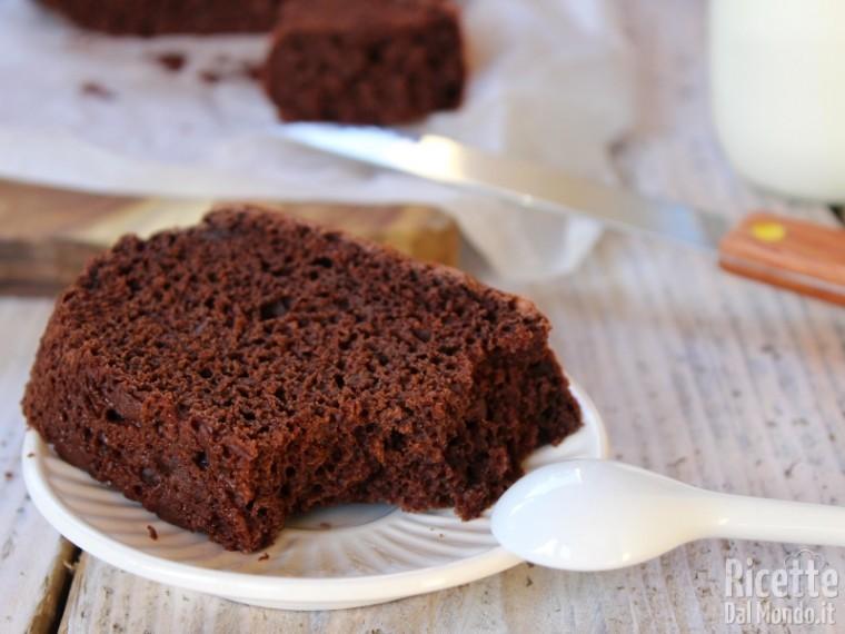 Ricetta torta al cioccolato senza lattosio e uova