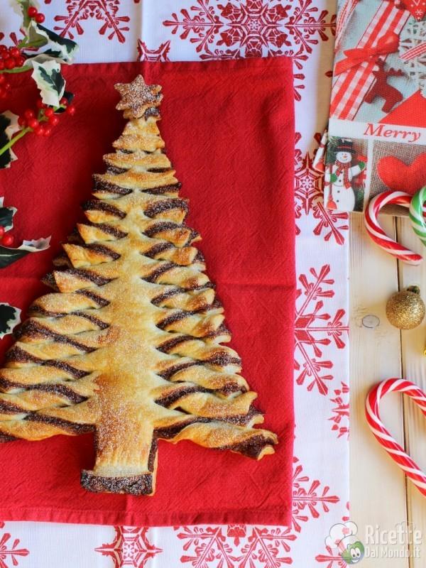 Albero di Natale di pasta sfoglia   RicetteDalMondo.it