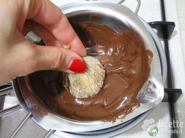 Fichi secchi con noci ricoperti di cioccolato 6