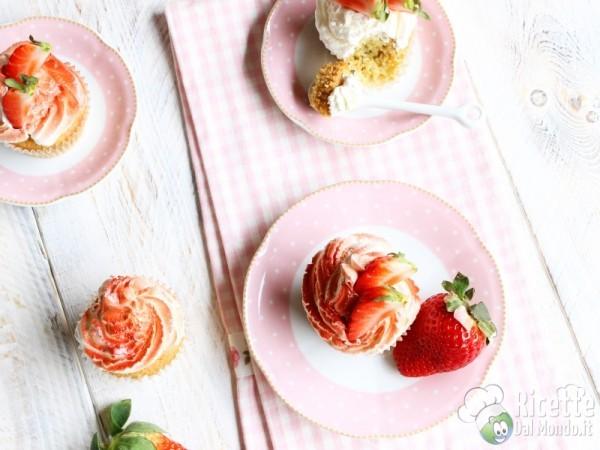 Cupcakes panna e fragole alla vaniglia