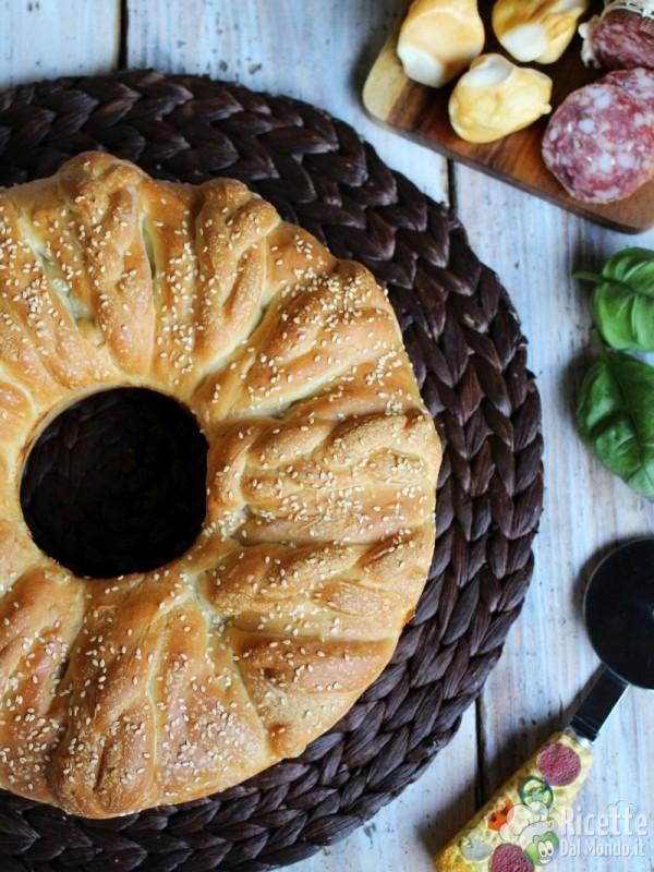 Ricetta corona di brioche salata